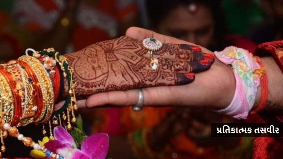 4 યુવકો સાથે ઘરેથી ભાગેલી યુવતી, પકડાઈ ગઈ તો પંચાયતે ચિઠ્ઠી ઉછાળીને કરાવ્યા લગ્ન