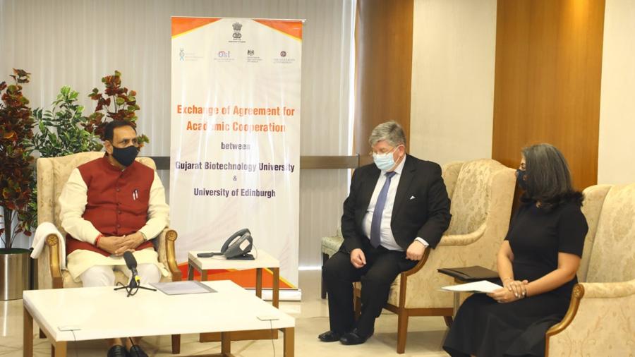 ગુજરાત બાયોટેક્નોલોજી યુનિવર્સિટી અને યુનિવર્સિટી ઓફ એડિન બર્ગ વચ્ચે થયા MOA