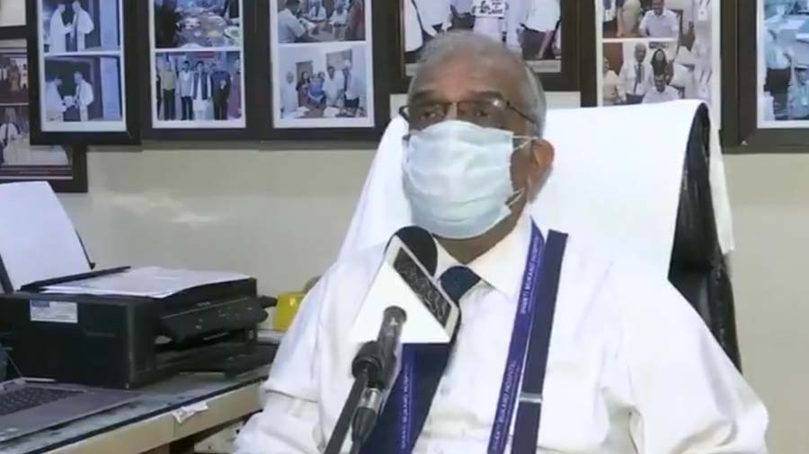Video: ઓક્સિજન અછતની સ્થિતિને લઇ રડી પડ્યા હોસ્પિટલના CEO, બોલ્યા- વિકટ સ્થિતિ