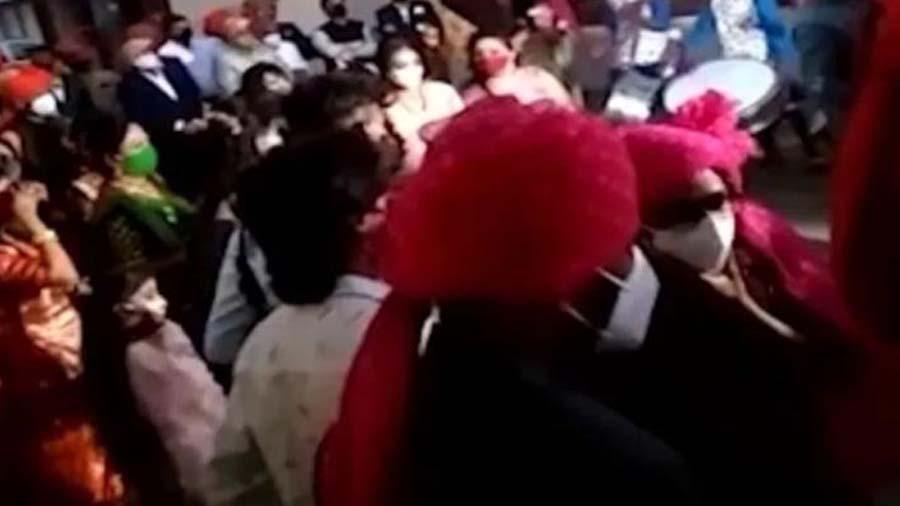 BJPના મોટા નેતાના દીકરાના ધામધૂમથી લગ્ન, ગાઈડલાઈન્સનો ઉલાળીયો